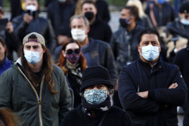 法國疫情趨緩,政府將在未來幾週鬆綁防疫封鎖措施,並分3階段實施,以免爆發新疫情。 歐新社