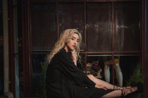 Lara梁心頤與5位製作人DJ跨界合作,將過去3年推出的歌曲Remix為數位EP「RE」,而今年在工作計畫與生活腳步暫緩許多,她樂觀看待表示也多了跟自己相處的時間,「體會到其實不需要一直往前衝、塞滿...