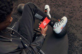 Air Jordan XI球鞋迎25周年首推無鞋帶設計 還能透過手機變換LED燈配色