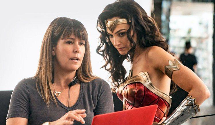 派蒂潔金斯、蓋兒加朵自從合作「神力女超人」系列之後又將拍攝「埃及豔后」。圖/摘自...