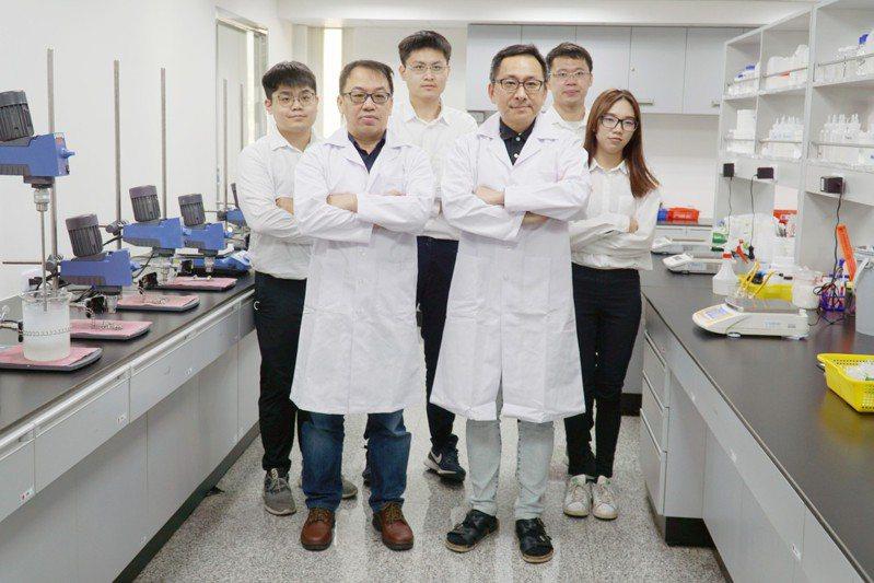 大葉大學研發團隊與森田生醫產學合作,開發新原料與新產品。圖/大葉大學提供