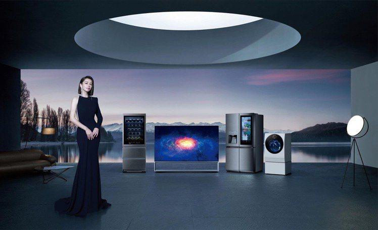 LG SIGNATURE系列目前在台上市包括OLED 電視、敲敲看智慧溫控冰酒櫃...