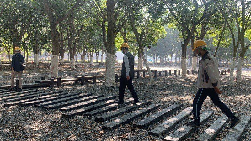 台南官田舊營區改造為「大隆田文化生態園區」,內部設有木棧道。記者吳淑玲/攝影