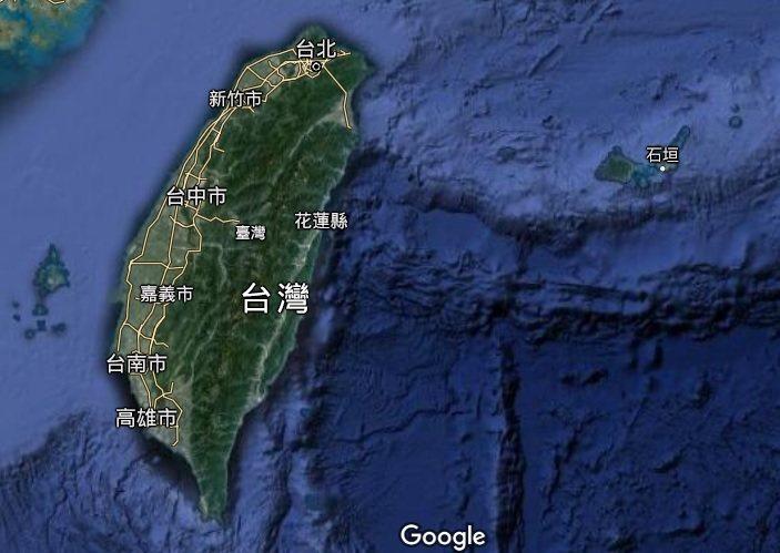花蓮空軍基地一架F-16A單座戰機17日晚間失聯後,海軍監測到韓國、日本及大陸船艦出沒東部海域。示意圖/擷取自谷歌衛星地圖