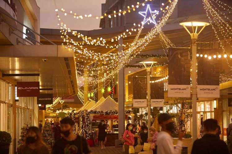 夜間的市集與燈海。圖/華泰名品城提供
