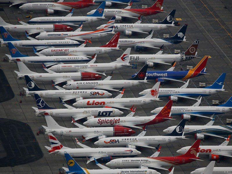 美國華盛頓州摩西湖的格蘭特郡國際機廠空拍圖,可見到數十架未能交機的波音737MAX噴射機停在地面。路透