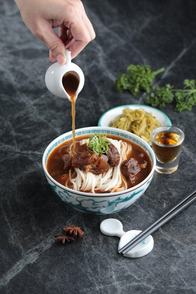 威士忌紅燒牛肉麵(265元/包)。圖/永豐餘生技提供
