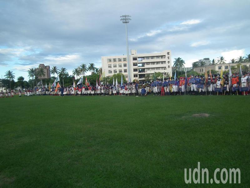 第27屆的關懷盃棒球賽,今天起一連4天在台東正式開打,共49支隊伍參賽。記者尤聰光/攝影