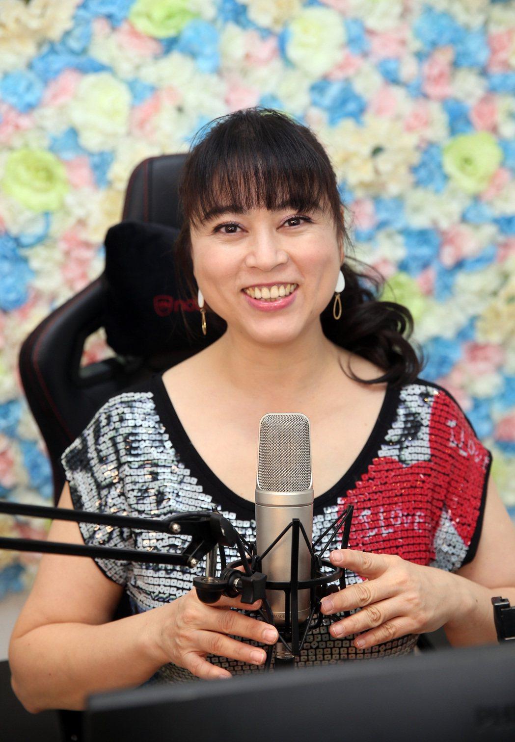 任潔玲在浪LIVE當直播主接受點播,也希望喜歡她的觀眾支持。記者陳吉松/攝影