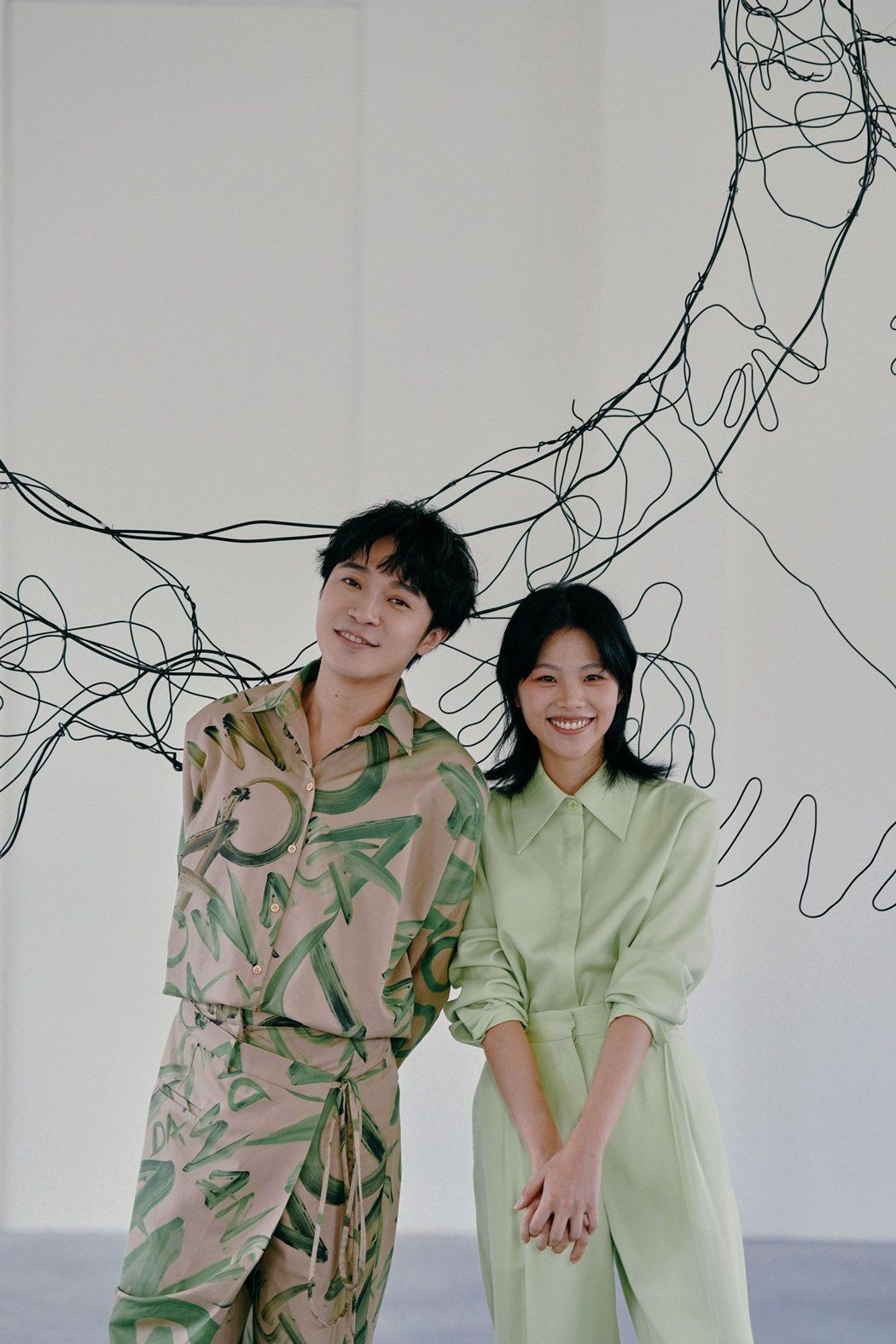 柯泯薰(右)新歌「另個時空的你」邀來吳青峰合唱。圖/洗耳恭聽提供