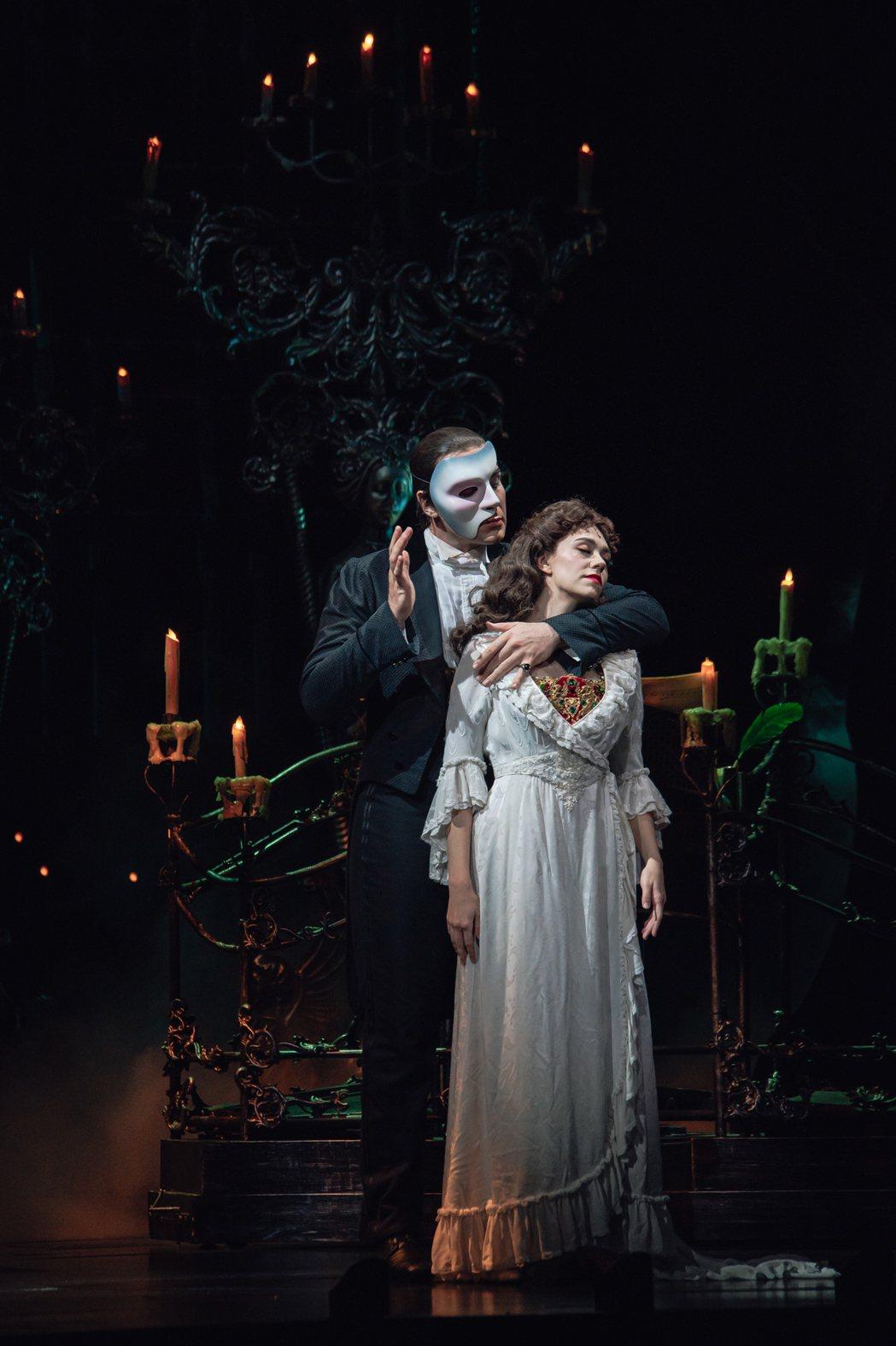 經典舞台劇「歌劇魅影」19日在台正式開演,並進行總彩排,男主角強納森羅克茅斯(右...