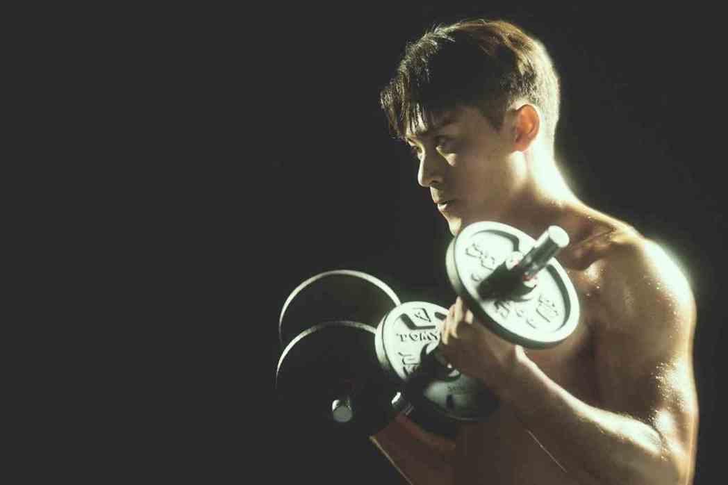 徐愷擁有「冰塊肌」精壯身材。圖/公視提供