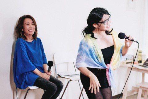 辛曉琪12月將於台中、台北兩地開唱,日前作客知名YouTuber那那大師的頻道宣傳,現場飆唱多首經典歌曲,還挑戰超悲傷版的暢銷曲「女人何苦為難女人」,她自爆料當年在錄該歌時,被唱片公司企劃人員打槍,...
