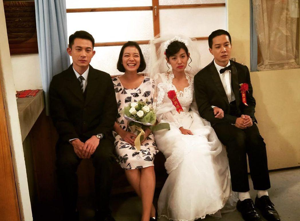 薛仕凌(右起)、米可白、林雨宣、曾子益搞笑拍攝符合劇中角色心境的合照。圖/台視提...