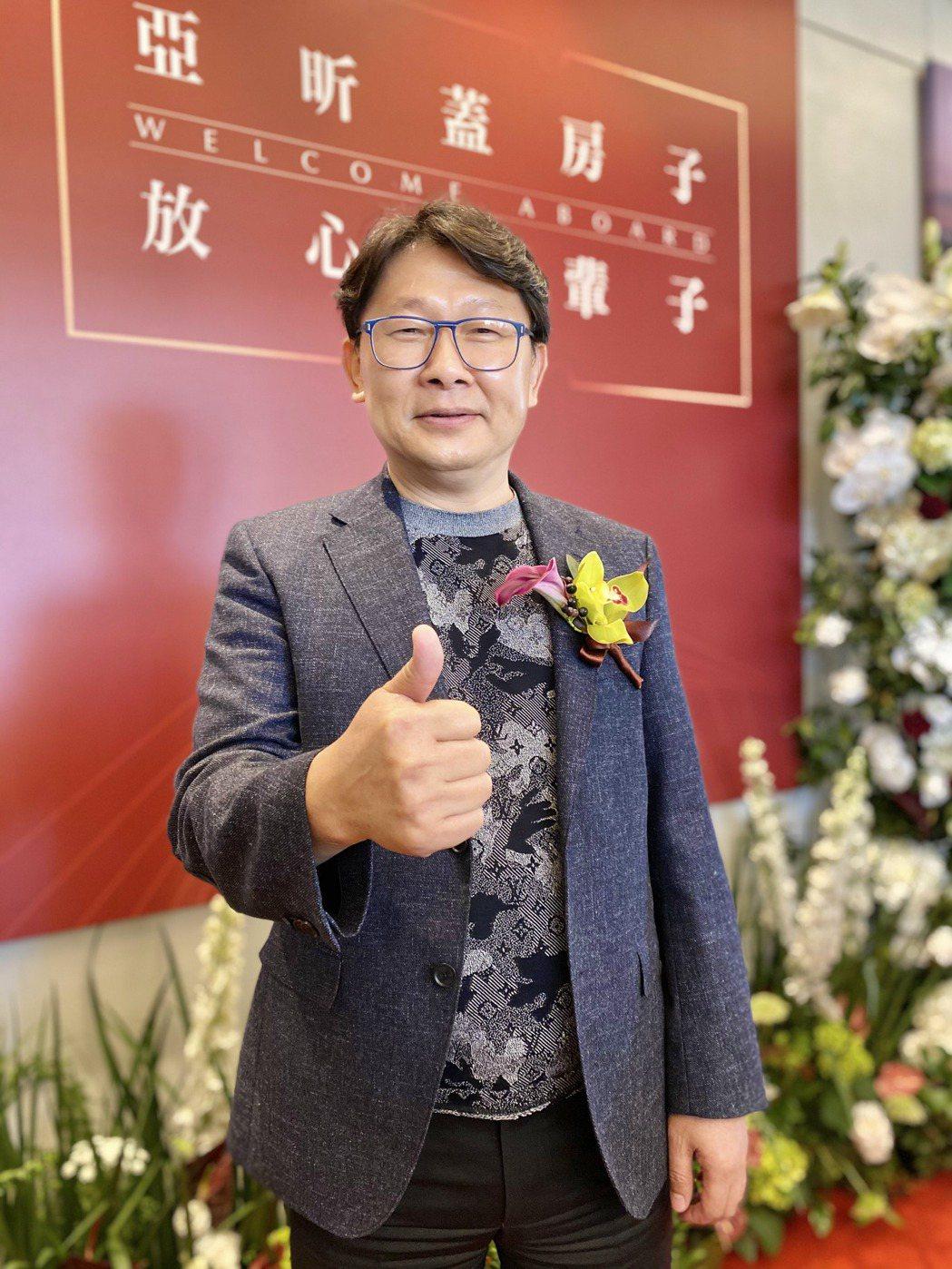 「林口王」亞昕集團董事長姚連地今天主持台中分公司開幕儀式。記者宋健生/攝影
