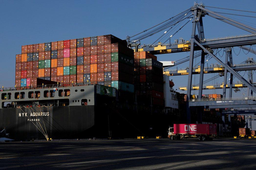 美國進口貨大增,洛杉磯港10月總貨運量,較去年同期增加27%。    路透