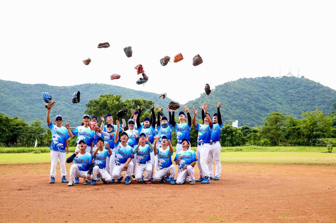 打棒球是團隊運動,不是個人秀。再厲害的投手,也是需要各個守備位置球員的幫忙。  ...
