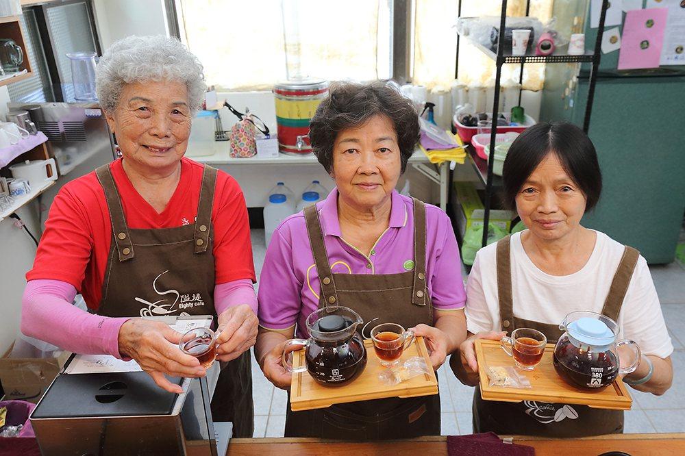 「阿嬤的咖啡館」號稱「全台最老的咖啡店」。 攝影/Carter