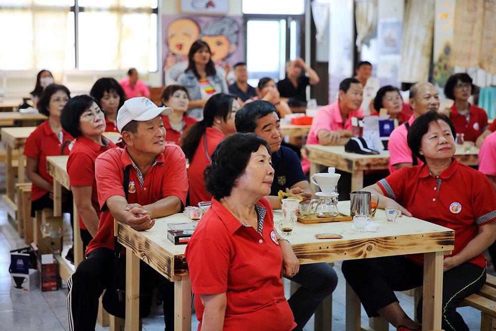 自從社區有了阿嬤咖啡館,替社區增添熱鬧氣息,不只帶來客人,也促進不同社區的交流觀...