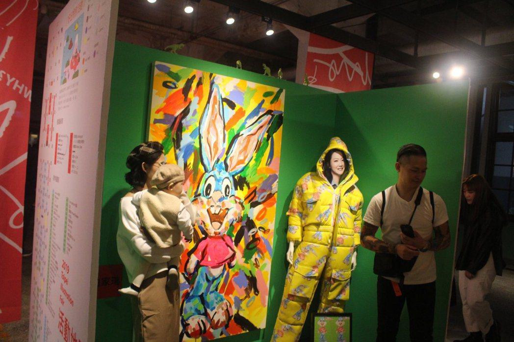 創作者以圖像、雕塑、服裝等各種形式展出自己的作品。   圖/台北插畫藝術節提...