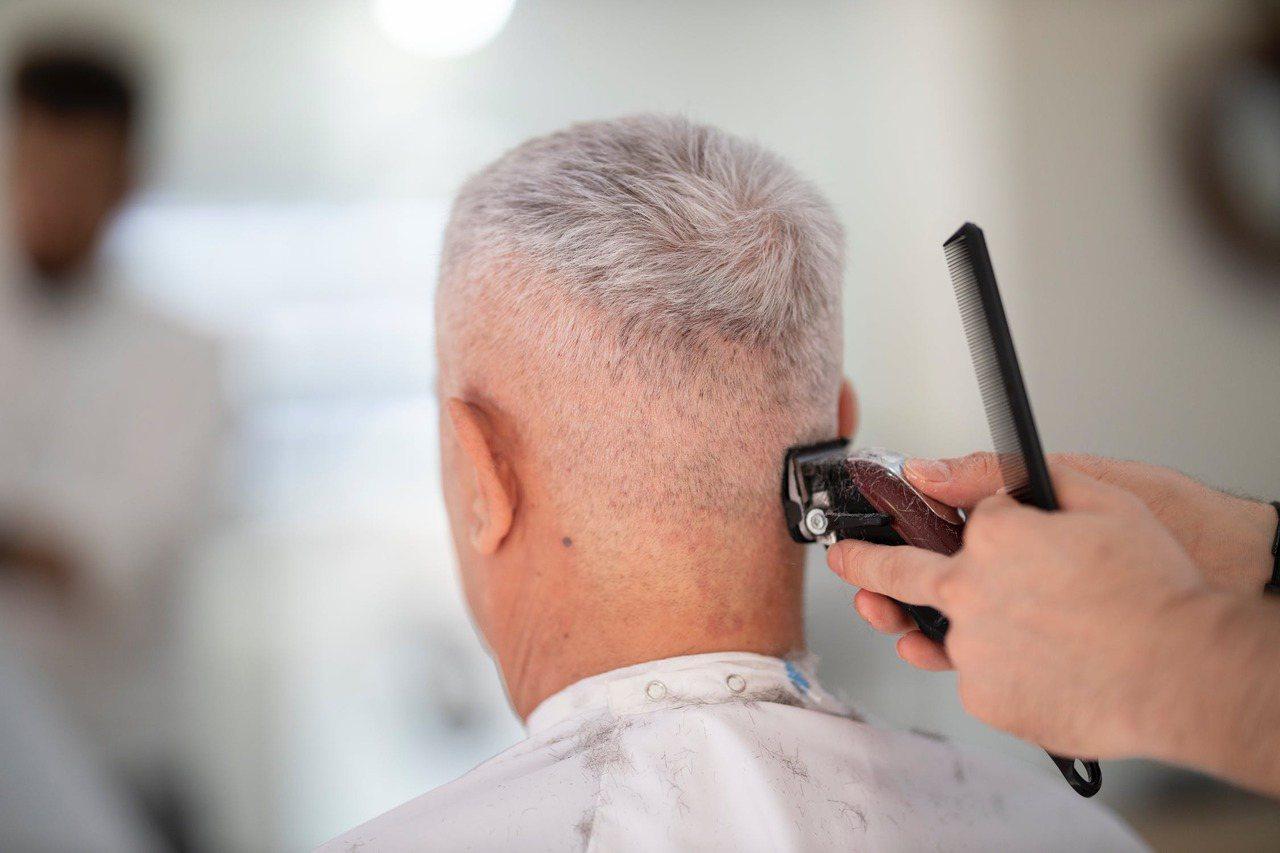 禿頭已不再是中年男性的專利,現代人壓力沈重,不管是工作或課業,加上飲食失衡,不少...