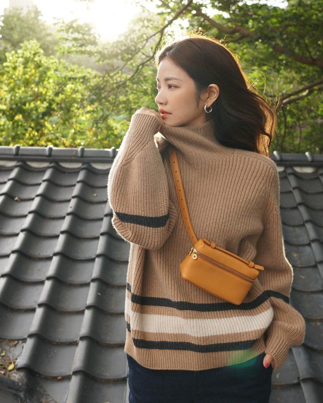 許路兒表示駝色是秋冬季最適合展現知性、氣質的選色。 圖/取自IG