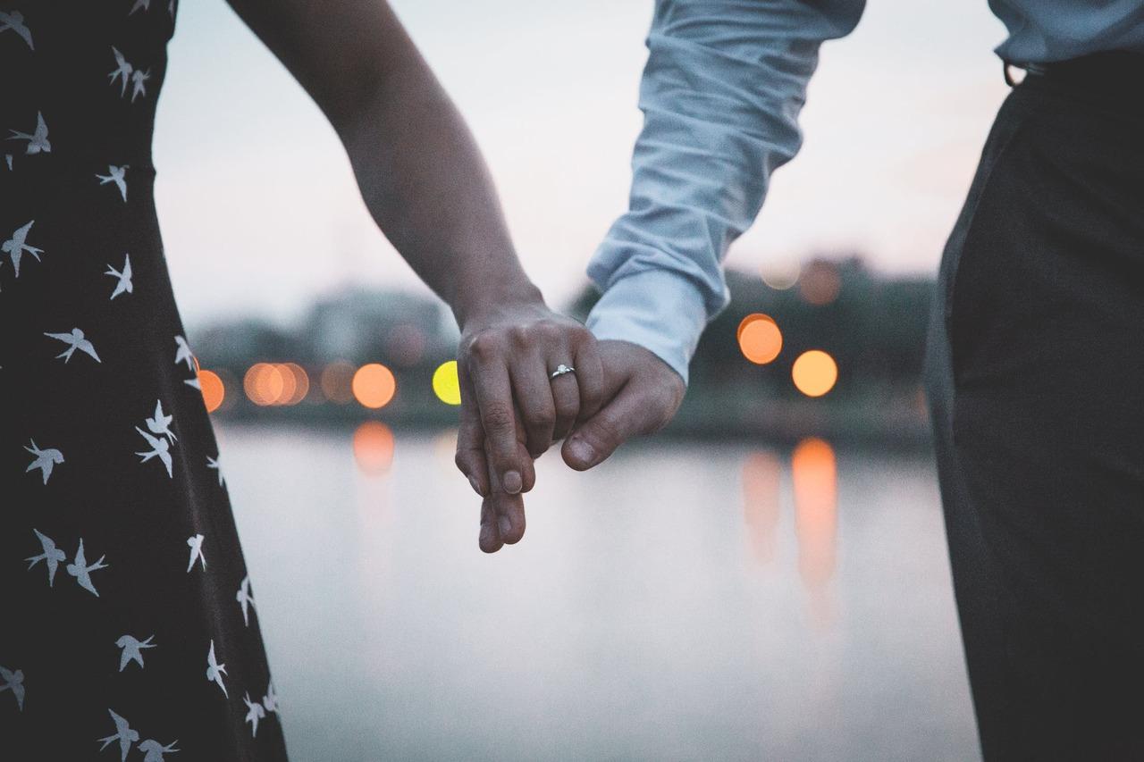 夫妻並無必要總是意見一致,別用意見的一致與否來衡量彼此的愛。   圖/pex...