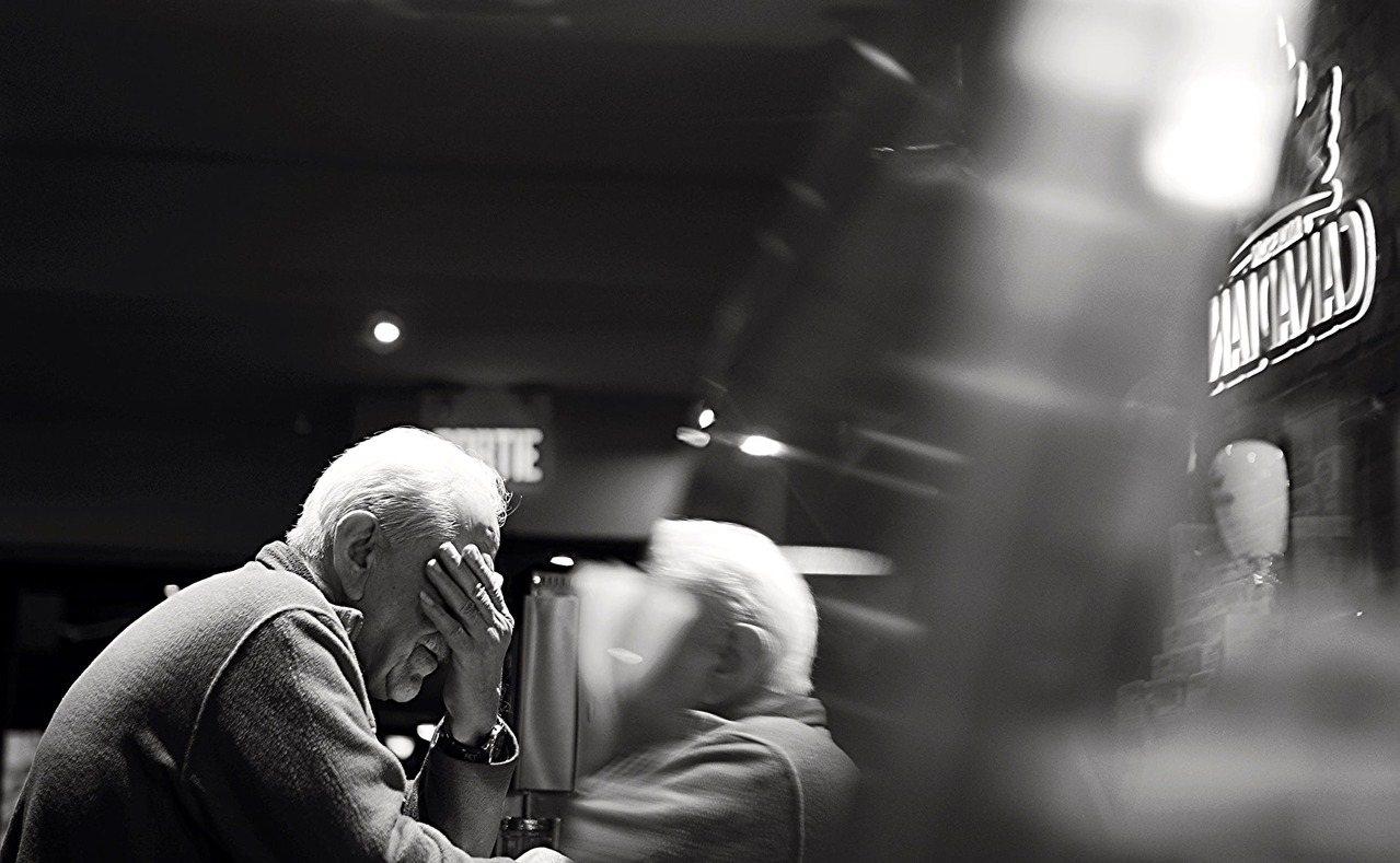 有份美國精神心理健康的報告指出,在美國有超過百分之二十五的老人有明顯焦慮、憂鬱的...