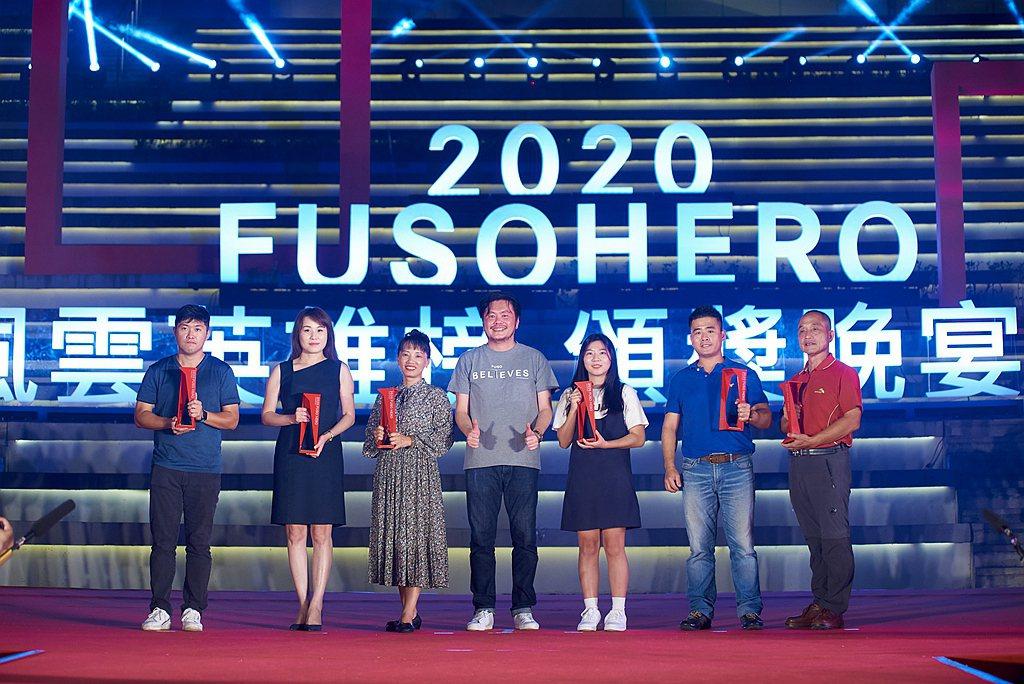 台灣戴姆勒亞洲商車執行長王立山(中)親臨「2020 FUSO HERO風雲英雄榜...