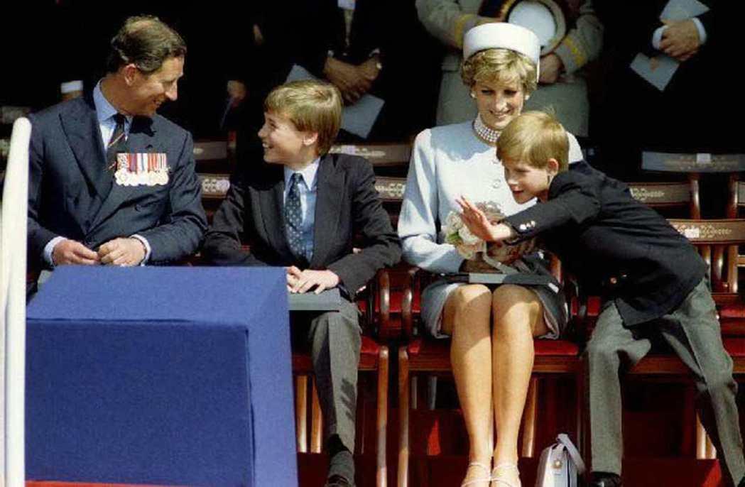 1995年5月,英國慶祝二戰歐戰勝利50周年,儘管夫婦已經分居但仍必須在重大國事...