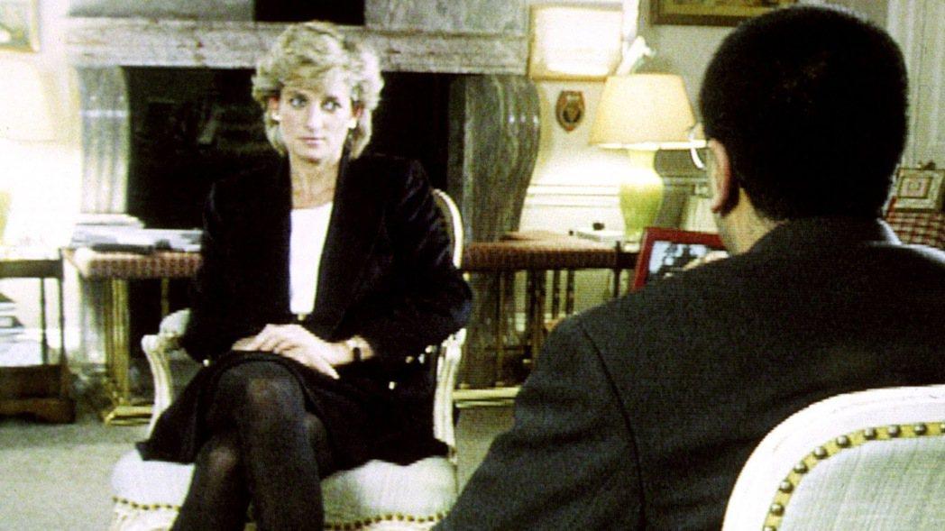 1995年11月5日,巴席爾帶著裝備潛入肯辛頓宮,就這樣一對一地與黛安娜王妃展開...