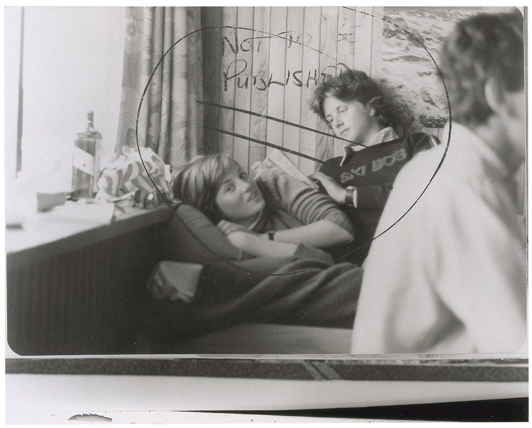 1981的斯賓塞姐弟——左為姐姐黛安娜,右為弟弟查爾斯。 圖/路透社