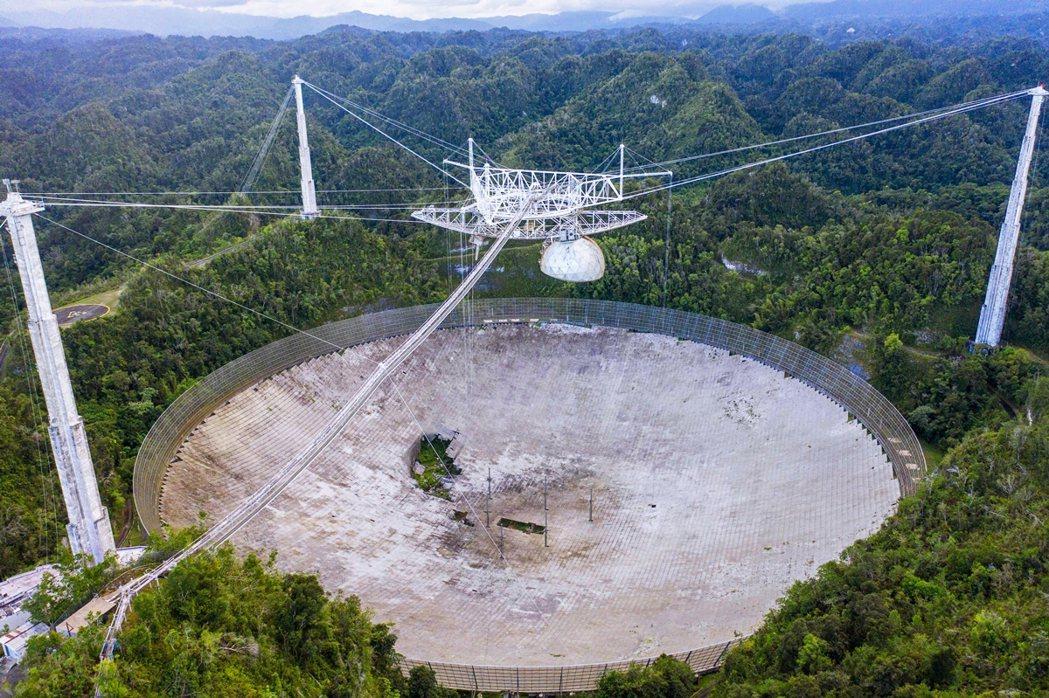由三本柱支撐的望遠鏡本體。 圖/法新社