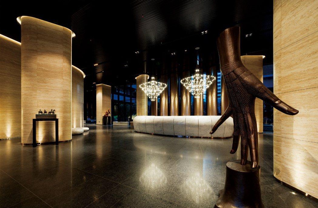 「麗晶花園廣場」以全球奢華精品酒店的現代化設計為主軸,注入簡約又有層次的美學風尚...
