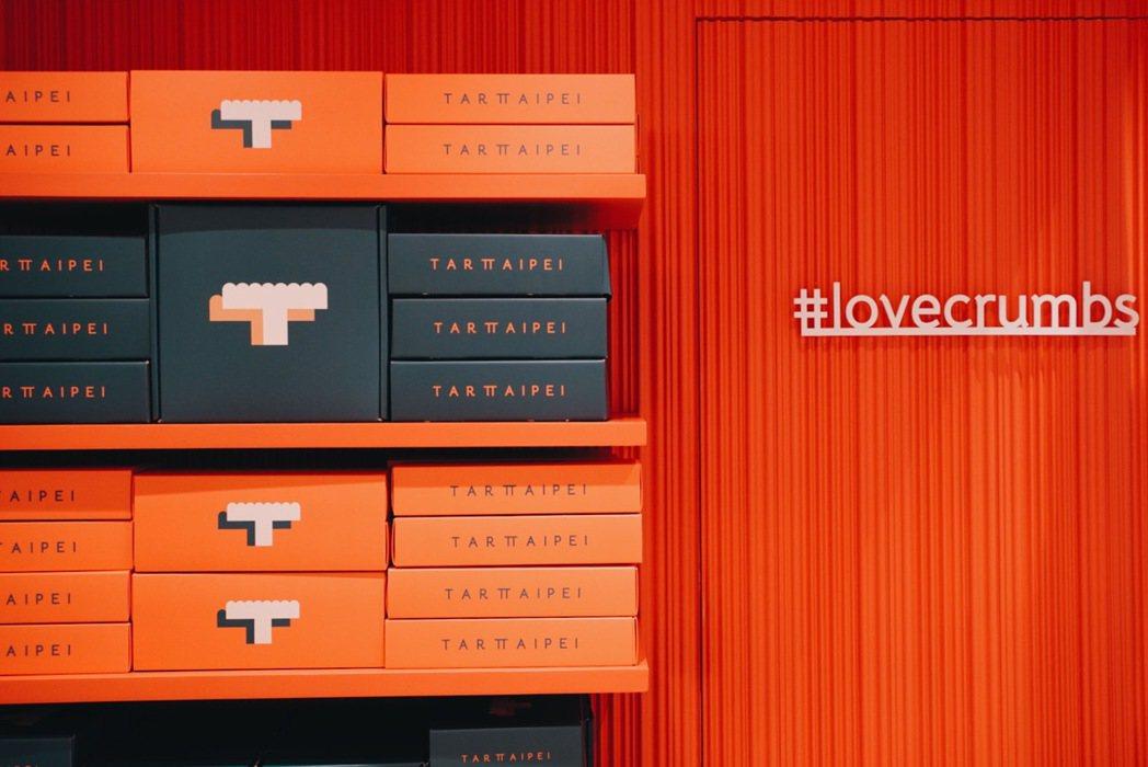 TART TAIPEI以艷陽橘、墨綠作為品牌主色,打造90年代摩登趣味普普風。 ...