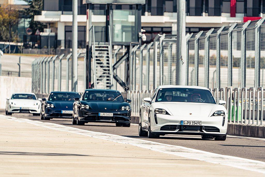 Porsche World Roadshow 2020特別的地方就是採用品牌首款...