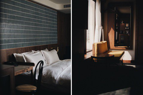 將馬賽克磚運用於牆面,與木質配搭出復古時尚感。在客房裡自然就能感受台南的陽光!翻...