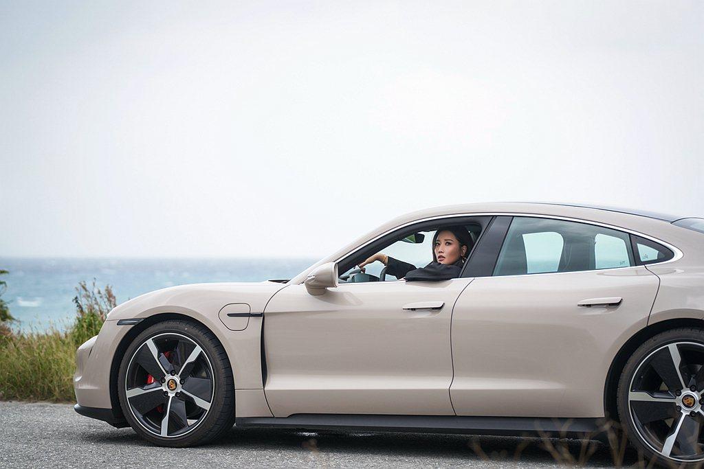台灣保時捷同時預告,Taycan純電跑車預計於12月上市。 圖/Porsche提...