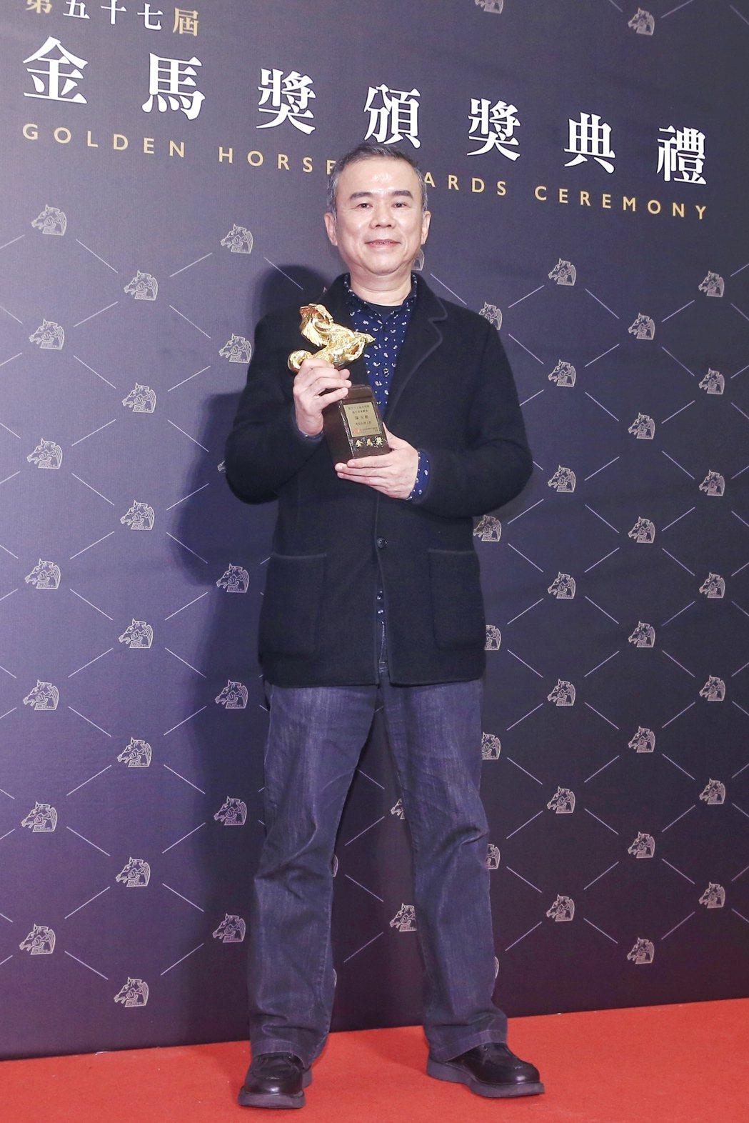 第57屆金馬獎頒獎典禮在國父紀念館舉行,陳玉勳以《消失的情人節》獲頒最佳原著劇本...