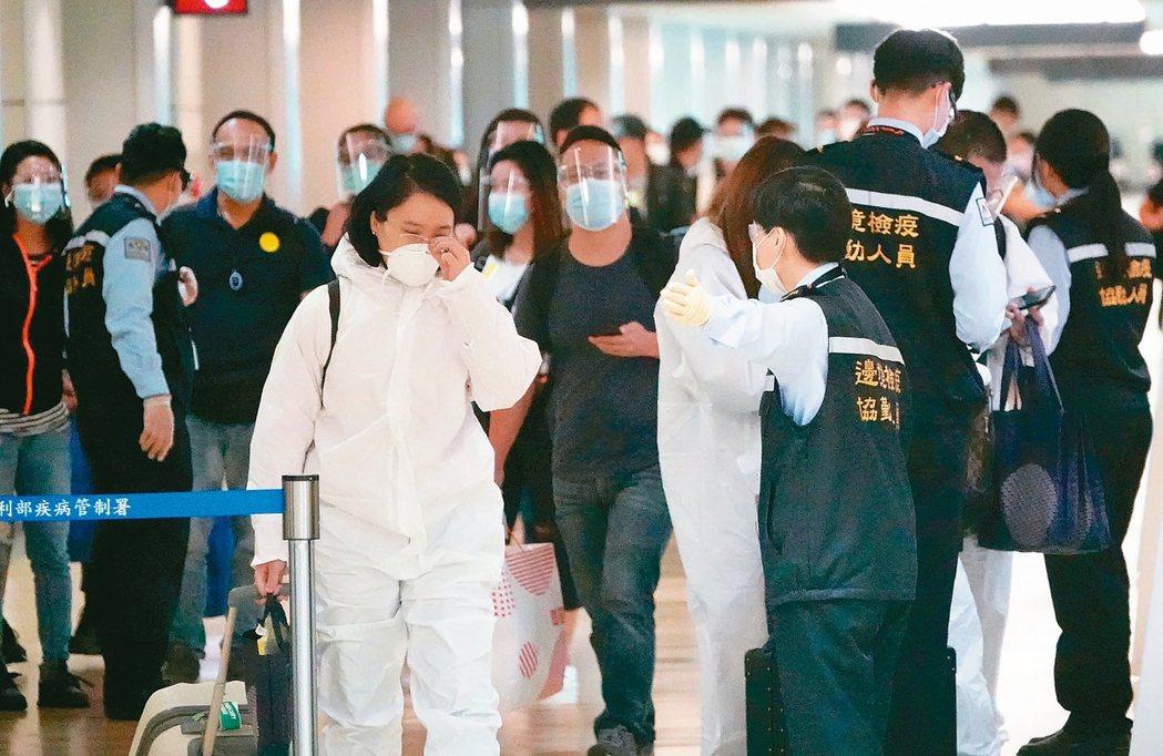 中央流行疫情指揮中心指揮官陳時中昨日表示,農曆春節大量台商返台,仍然需要維持14...