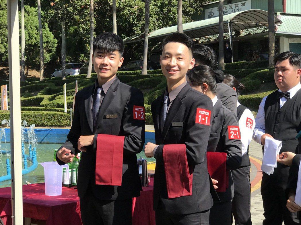 健行餐旅參賽選手梁凱富(左)與游邵閔(右)。 健行科大/提供。
