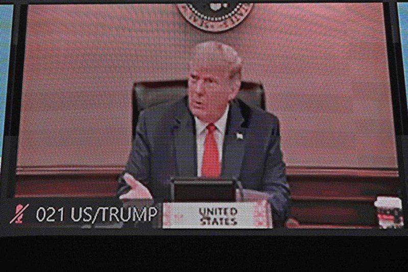 亞太經濟合作會議(APEC)領袖峰會今天首度以視訊方式進行,美國總統川普、中國國家主席習近平等領袖參與這場峰會。這也是川普自11月美國大選後,首度現身國際會議。 法新社