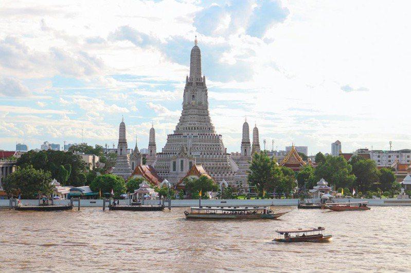 黎明寺 (Wat Arun or Temple of Dawn) 是BAB 2020其中的一個展覽地點 © 曼谷藝術雙年展