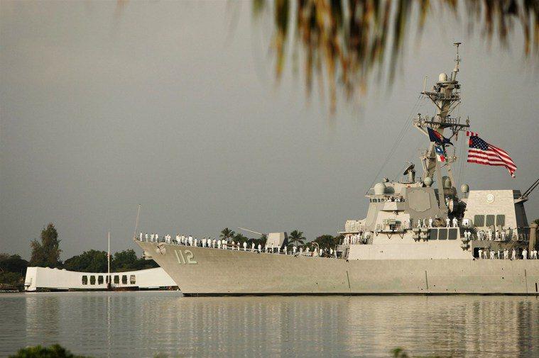 美軍飛彈驅逐艦麥可莫菲號(USS Michael Murphy)爆發大規模群聚感...