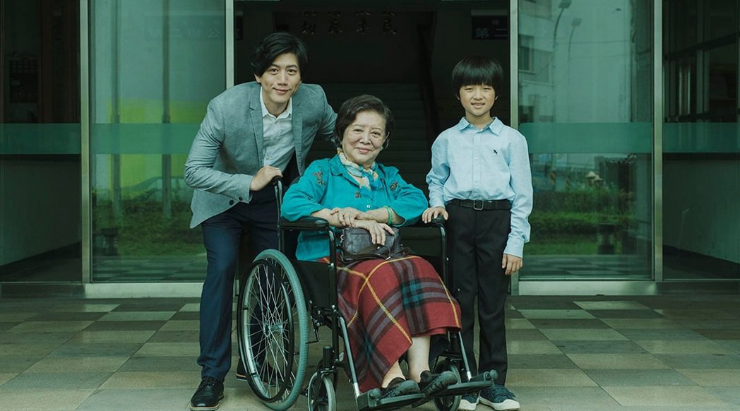 莫子儀(左起)、陳淑芳、白潤音主演「親愛的房客」。圖/牽猴子提供