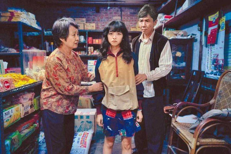 鮑正芳(左起)、陳妍霏、太保在「無聲」中是祖孫同堂的關係。圖/CATCHPLAY...