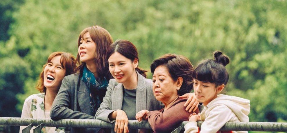 「孤味」孫可芳(左起)、謝盈萱、徐若瑄、陳淑芳、陳妍霏扮演一家3代女性。圖/威視