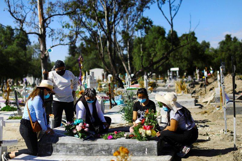 墨西哥成為全球第四個新冠肺炎死亡人數突破10萬例的國家。路透