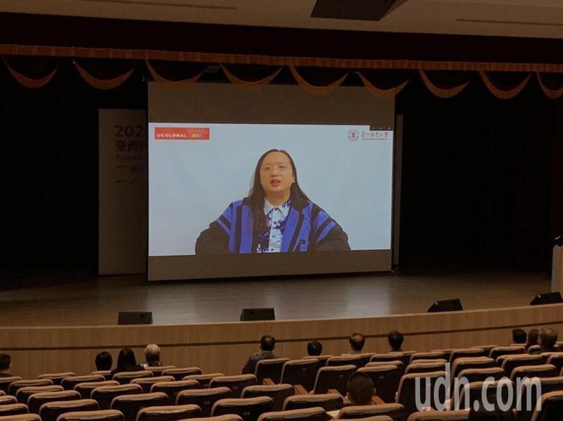 全球開放教育年會首次在台登場,會中邀請行政院政務委員唐鳳線上開講,分享過去自學、參與網路開放社群經驗。記者趙宥寧/攝影