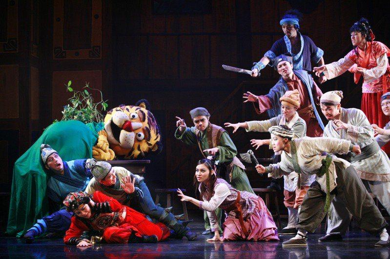 台電與兒童劇團夢工廠「紙風車劇團」邀你一起來看詼諧逗趣的節電版「武松打虎」。台電/提供